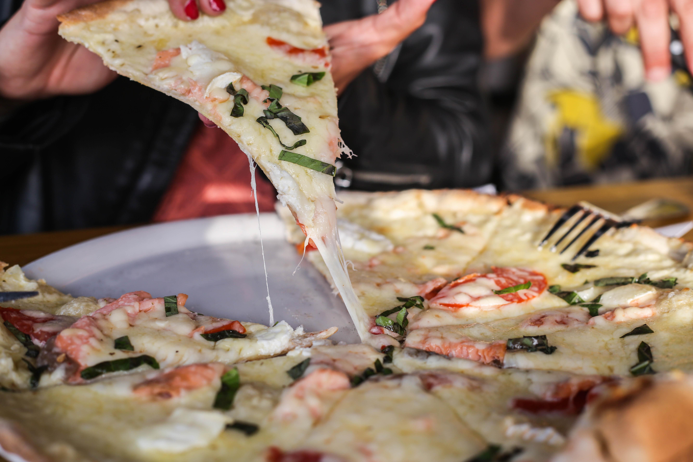 La pizza prête à être dégustée
